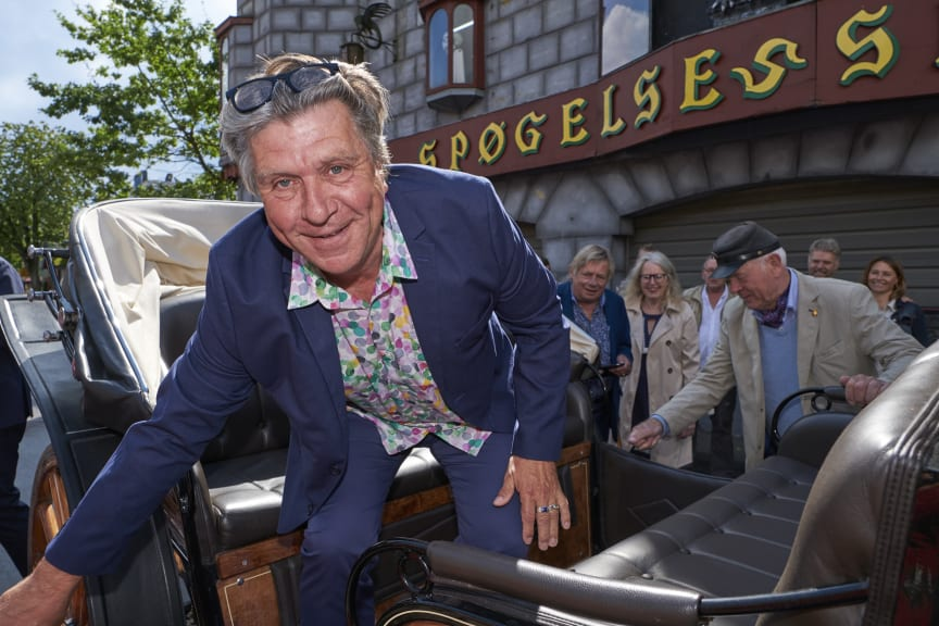 Oscar-vinder Morten Eisner ankommer til Bakkens Oscar på Bakkekroen i hestevogn