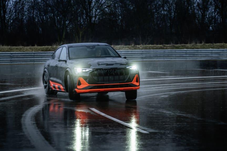 Audi e-tron Sportback S i design camouflage
