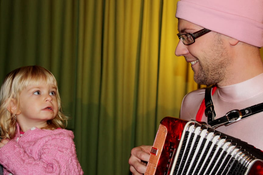 Barn möter musikant