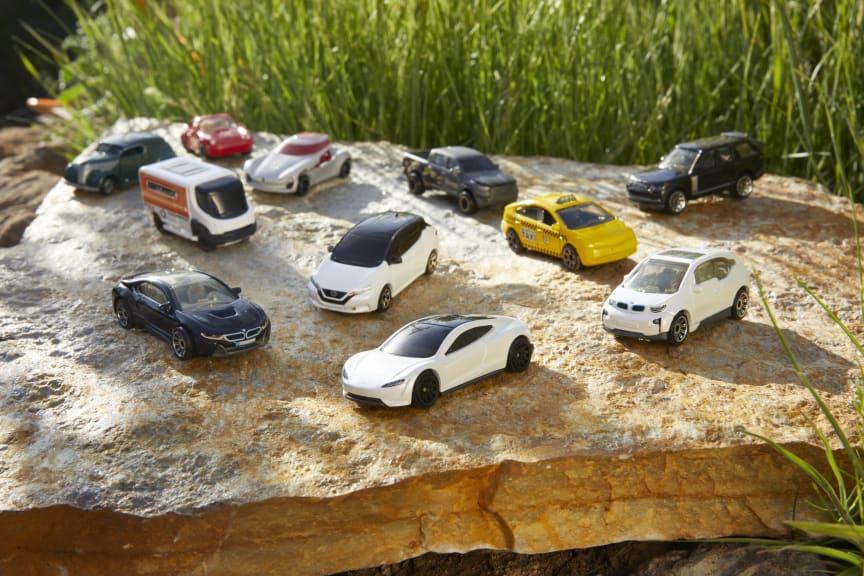 2021_Matchbox_EV_Collection + Tesla Roadster_10.jpg