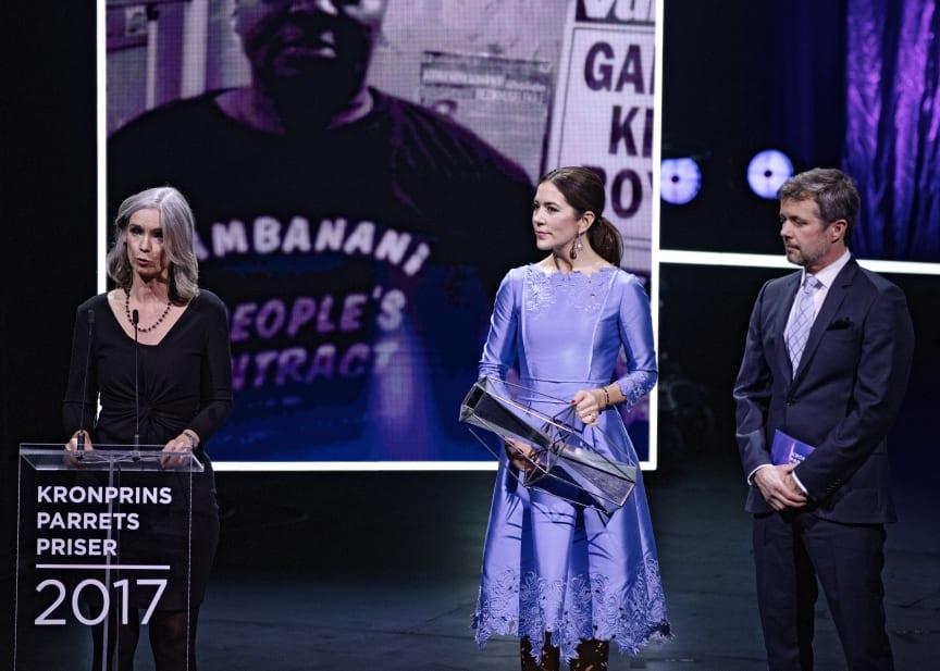 DIGNITY – Dansk Institut Mod Tortur modtager Kronprinsparrets Sociale Pris 2017. Prisen blev modtaget af direktør Karin Verland.