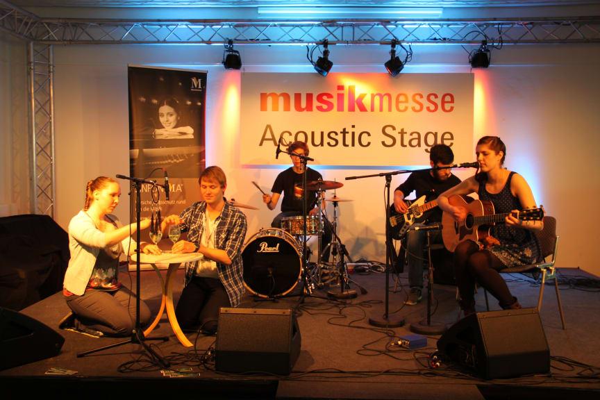 Cinnamon Silence auf der Acoustic Stage