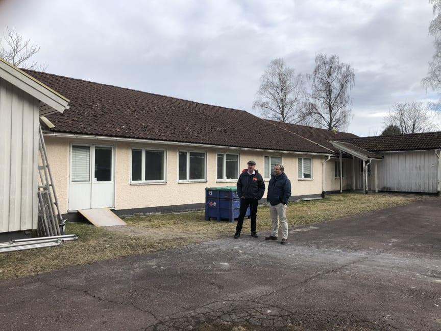 Niklas och Henrik vid Björkdungen.JPG