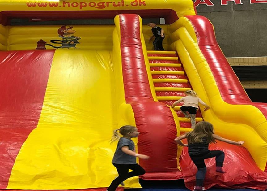 Hop og Rul i Rundforbihallen brandmands slide.jpg