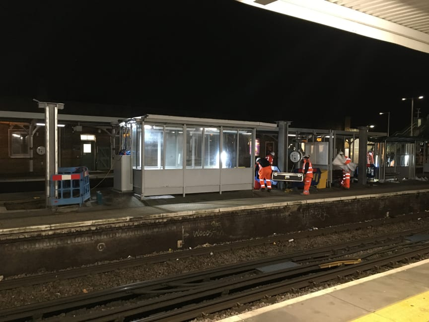 Tulse Hill new platform canopy construction