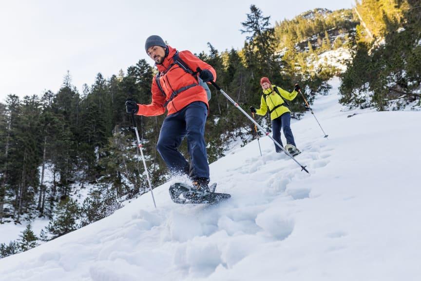 Maier Sports_Schneeschuh_LilandP3_Bewegung_Paerchen