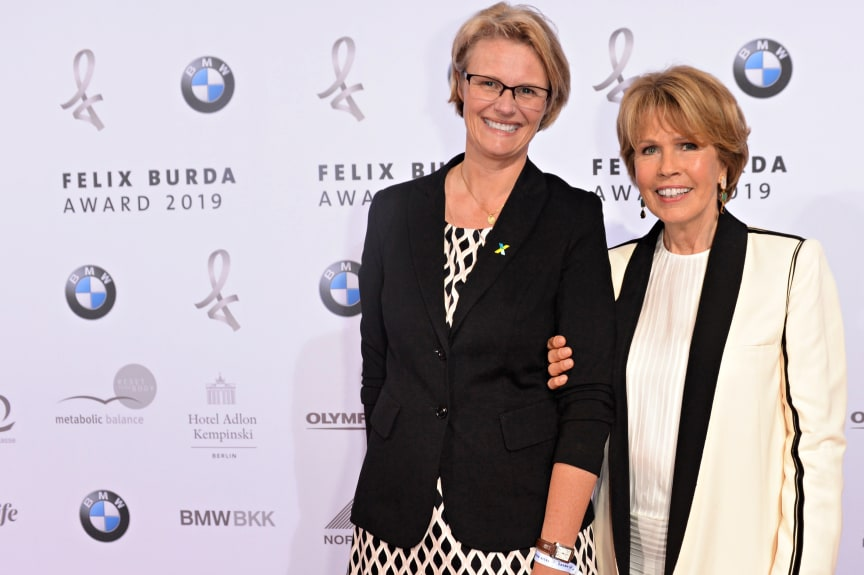 Christa Maar und Bundesministerin Anja Karliczek