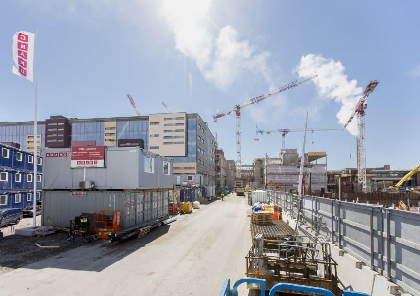 Nyt rakennetaan kauppakeskusta ja ensimmäistä Majakka-asuintornitaloa. Sisätyöt ovat jo käynnissä kauppakeskuksessa.