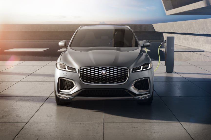 Jag_F-PACE_21MY_15_Studio_Exterior_Front_PHEV_150920