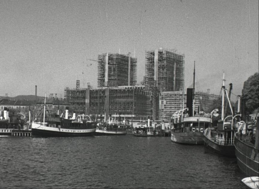 Det nye rådhuskompleks reiser seg 1933