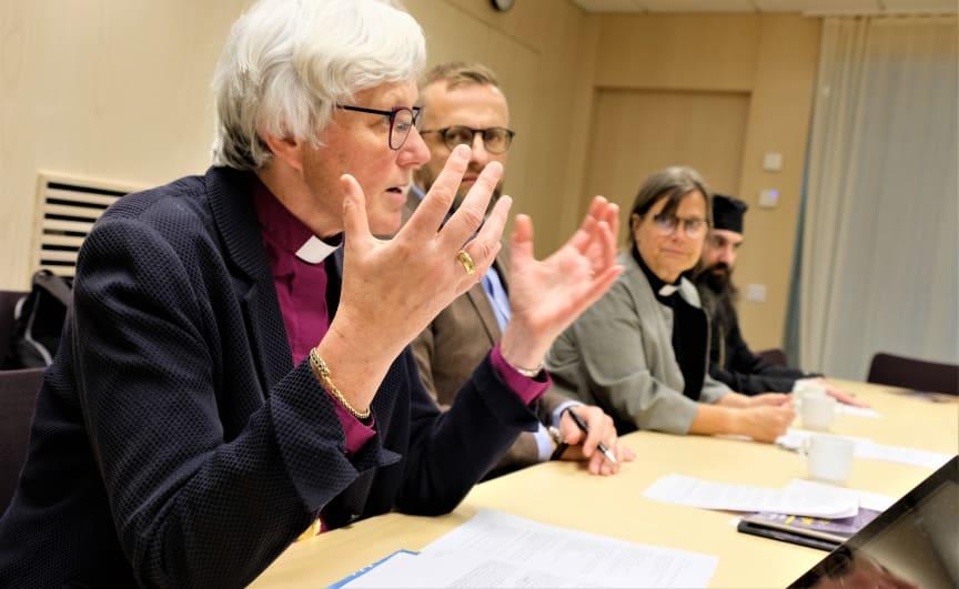 Ärkebiskop Antje Jackelén talar om migration.