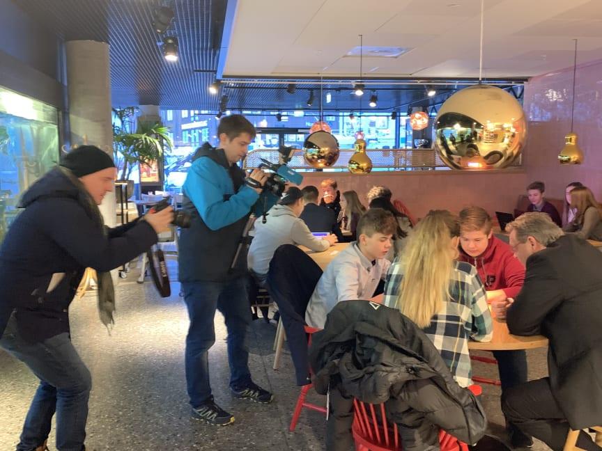 Lag din egen lunsj - det jobbes foto Trude Bessesen Sjømatrådet