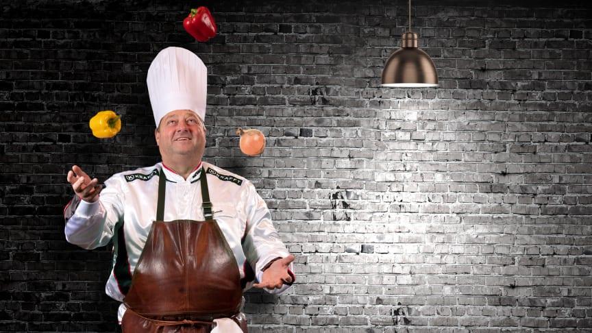 Svante Båth jonglerar i köket
