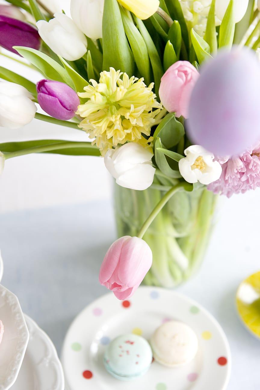 Hyacinter och tulpaner i pastell till påsk