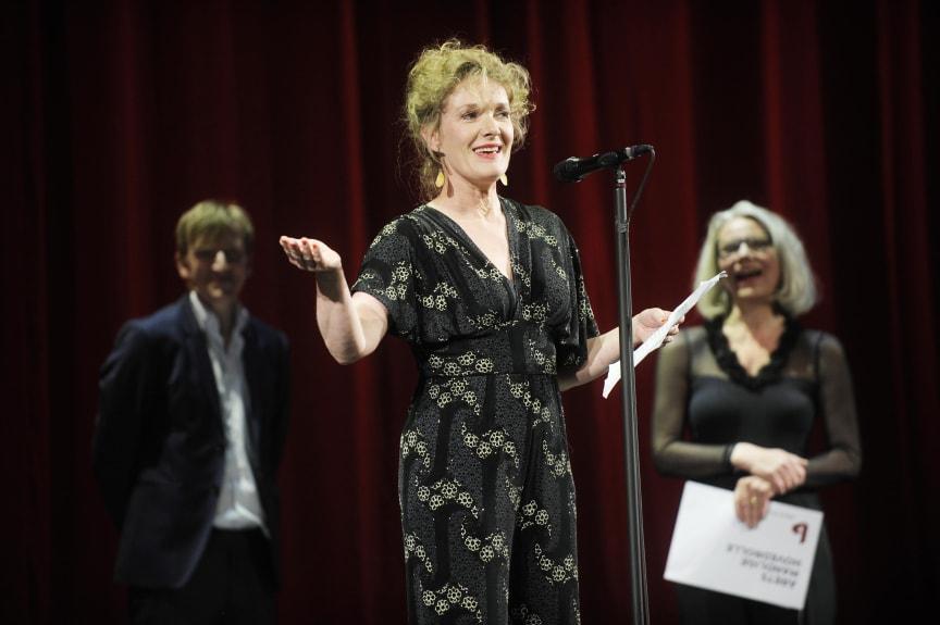 Tammi Øst blev hædret som Årets Kvindelige Hovedrolle 2013