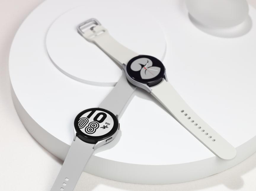 3. Galaxy Watch4_Product_Series3.jpg