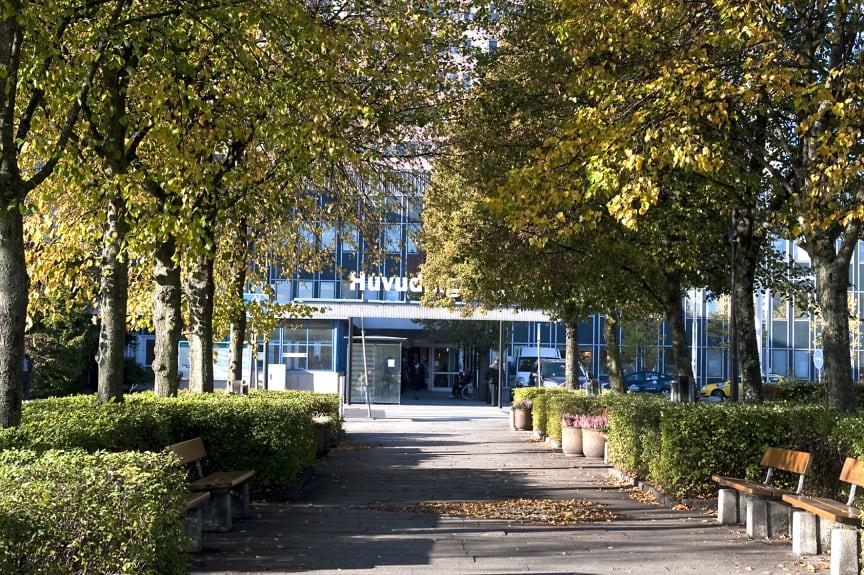 Ingång till huvudéntren Danderyds sjukhus