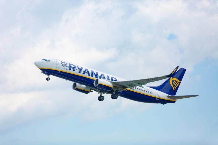 Ryanair 9330-compressed-for-web.jpg
