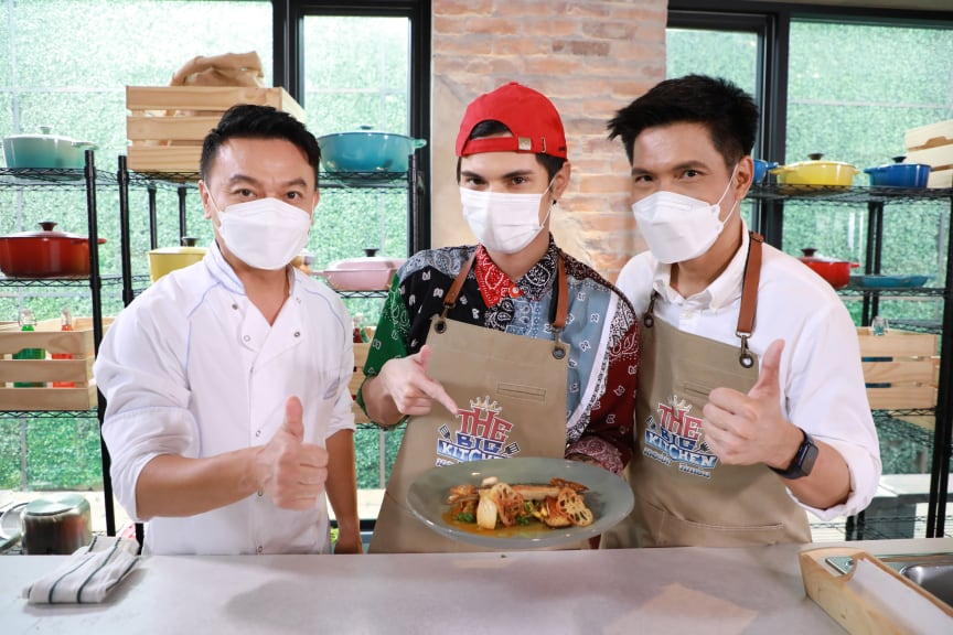 Chef Ian Kittichai, celebrity guest Chinawut Indracusin and host Taninwat Patthana Veerakul.jpg