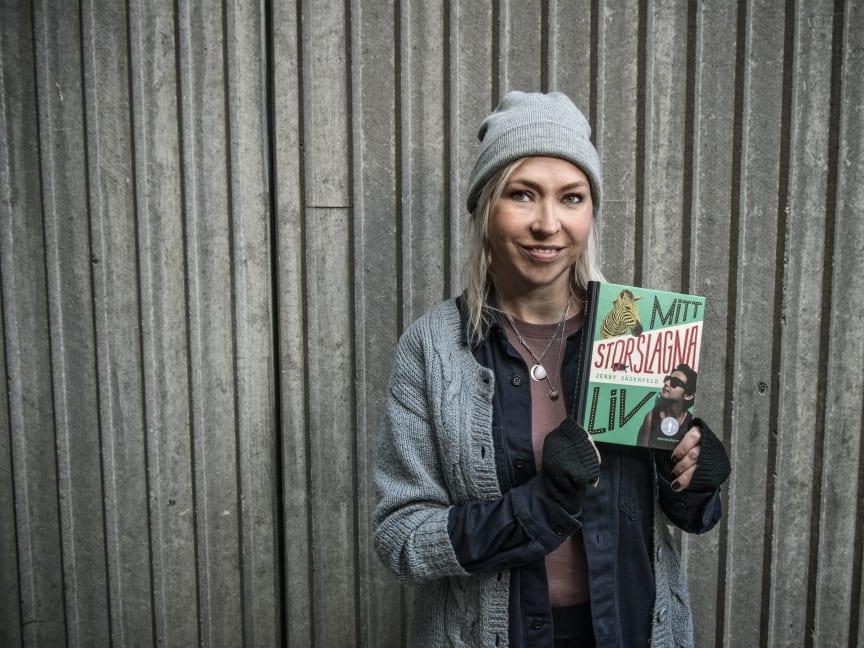 Jenny Jägerfeld har vunnit Barnradions bokpris för sin bok Mitt storslagna liv