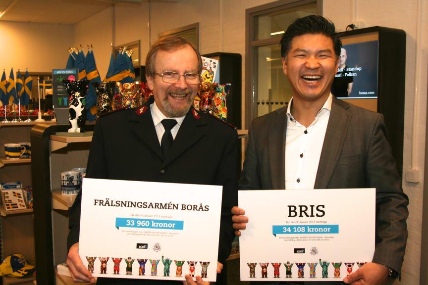 BRIS och Frälsningarmén i Borås tar emot välgörenhetscheckar