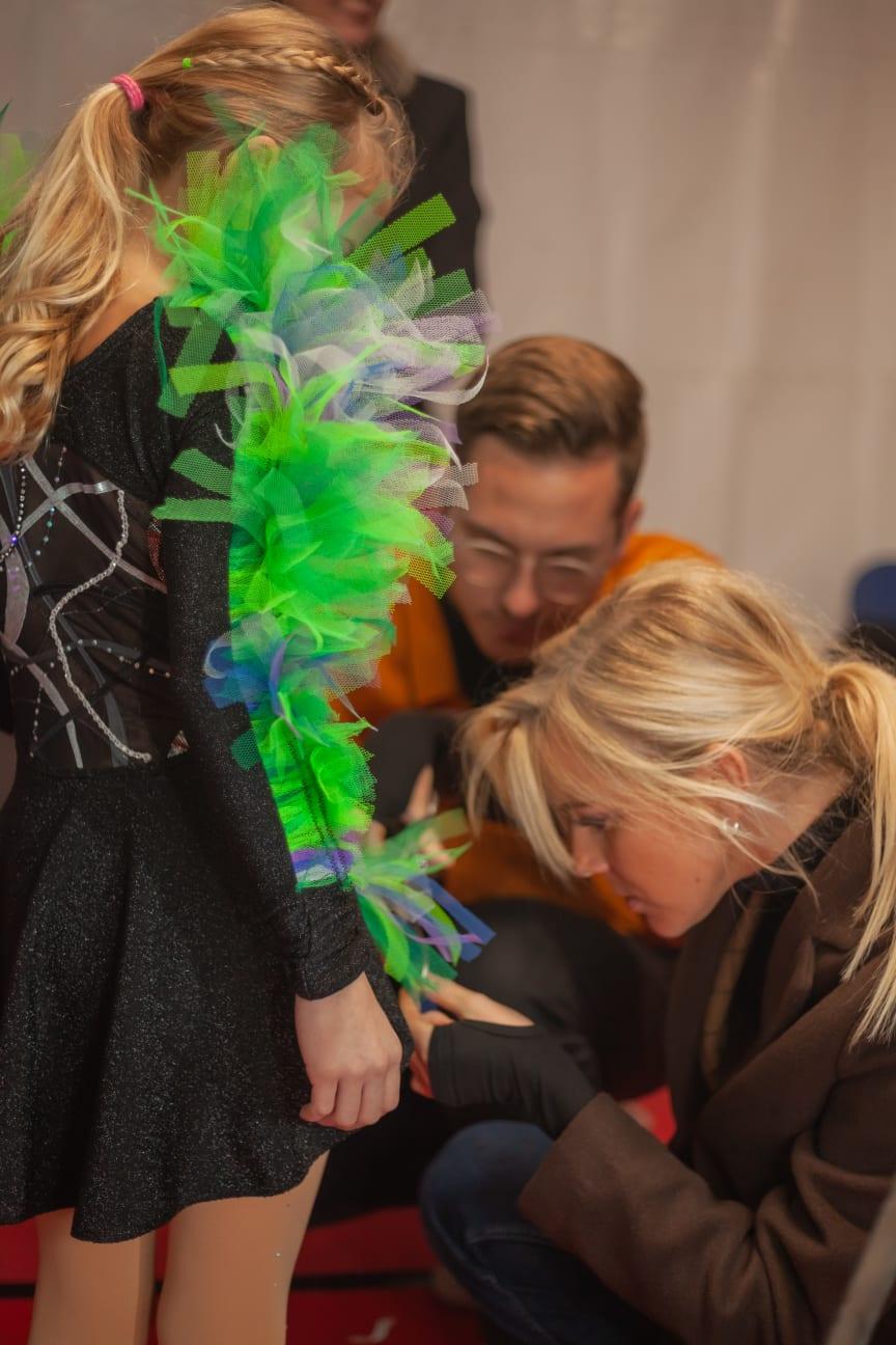 ACADEMY Talent Leony Hinz im Kostüm der Nachwuchsdesigner Jessie Wistorf und Carlo Kondring