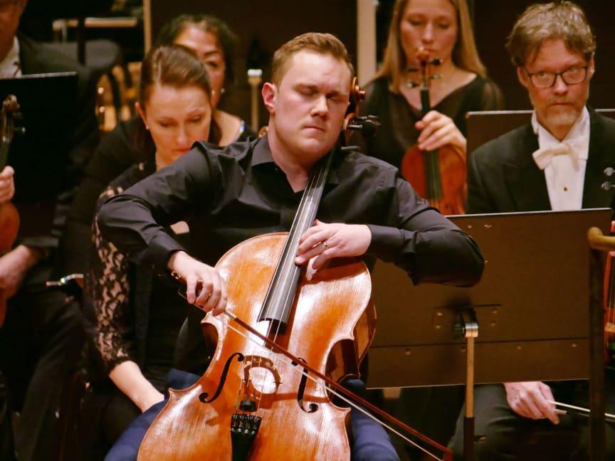 Cello003