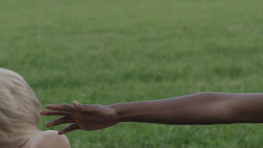 Stillbilde: Barn som faller (2014)