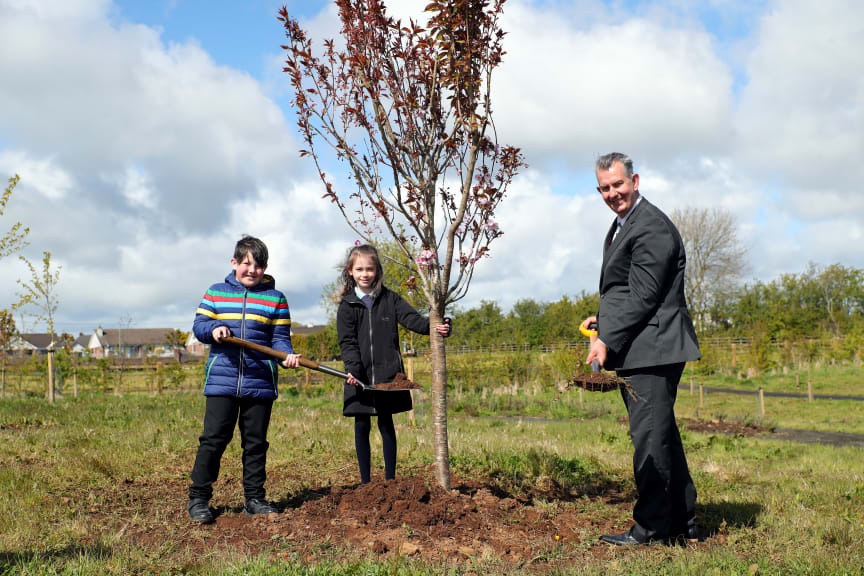 Pictured is Rory Higgins and Grace Jackson from Fourtown's Primary School with DAERA Minister, Edwin Poots at Ahoghill Nature Park