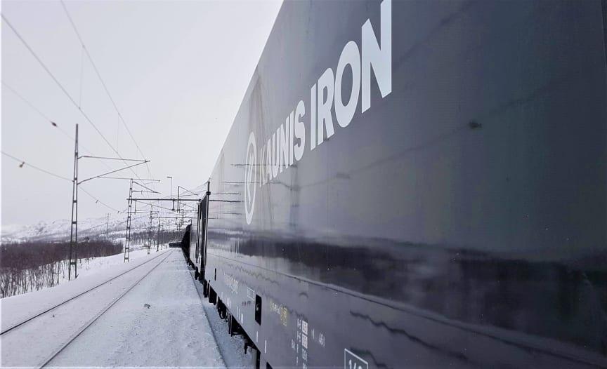 20210402_tågmöte Kopparåsen.jpg