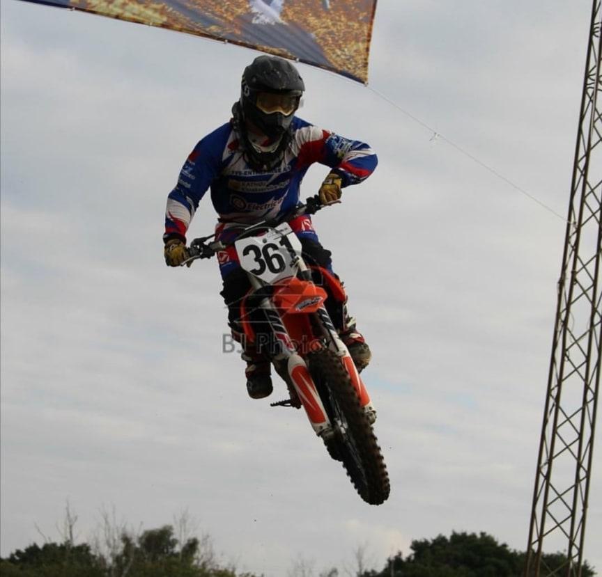 Mikkel Nielsen dyrker motocross på højt plan i sin fritid