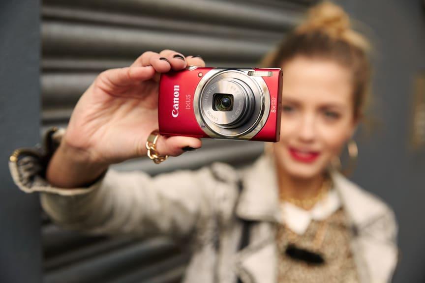IXUS 150_product_lifestyle_fashion_edgy_001