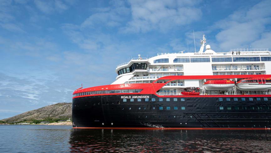 MS Roald Amundsen - Photo credit Hurtigruten _  Espen Mills - 06