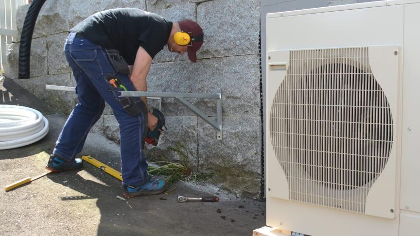 montere utedel varmepumpe luft til vann NOVAP