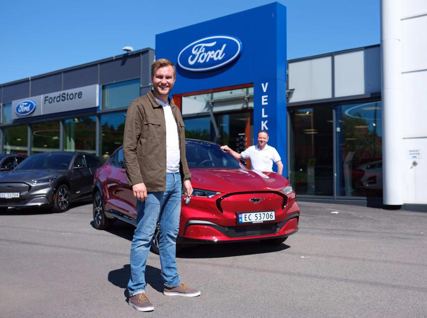 Erlend Gunstveit og Ford Norges markedsdirektør Geir Haugaard