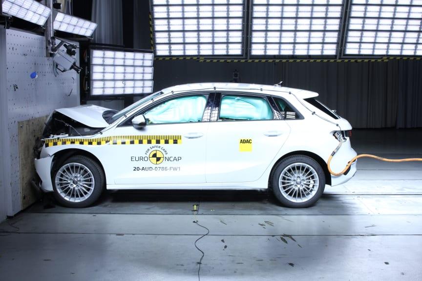 Audi A3 - Full Width Rigid Barrier test 2020