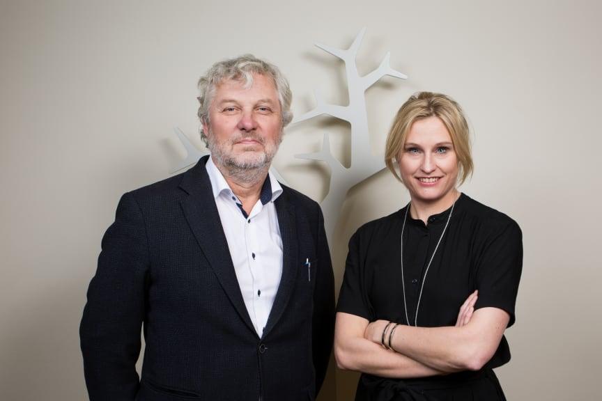 Bostads- och digitaliseringsminister Peter Eriksson och Snårets programledare Emma Jonsteg