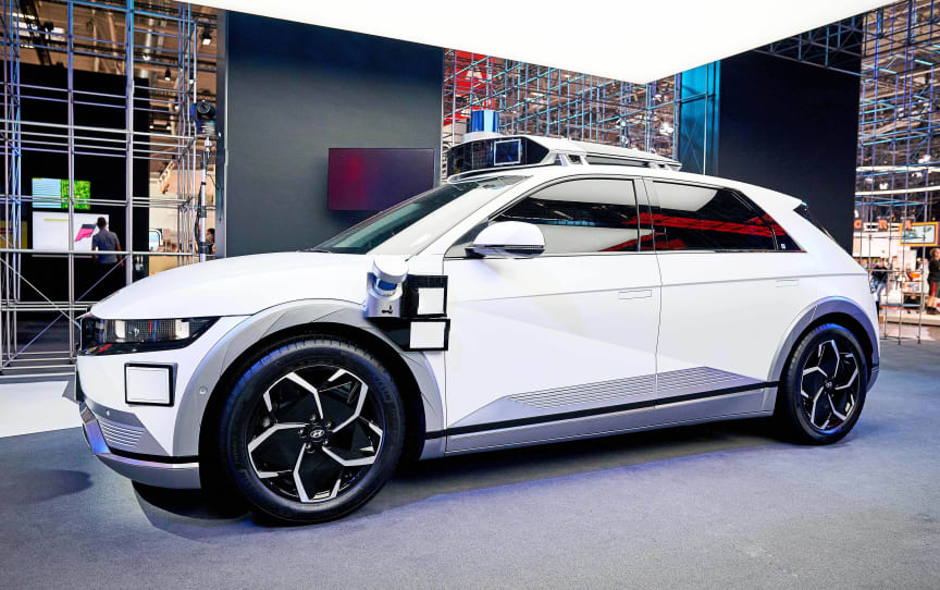 (Photo_3) Hyundai Motor's booth at IAA Mobility 2021_IONIQ 5-based robotaxi