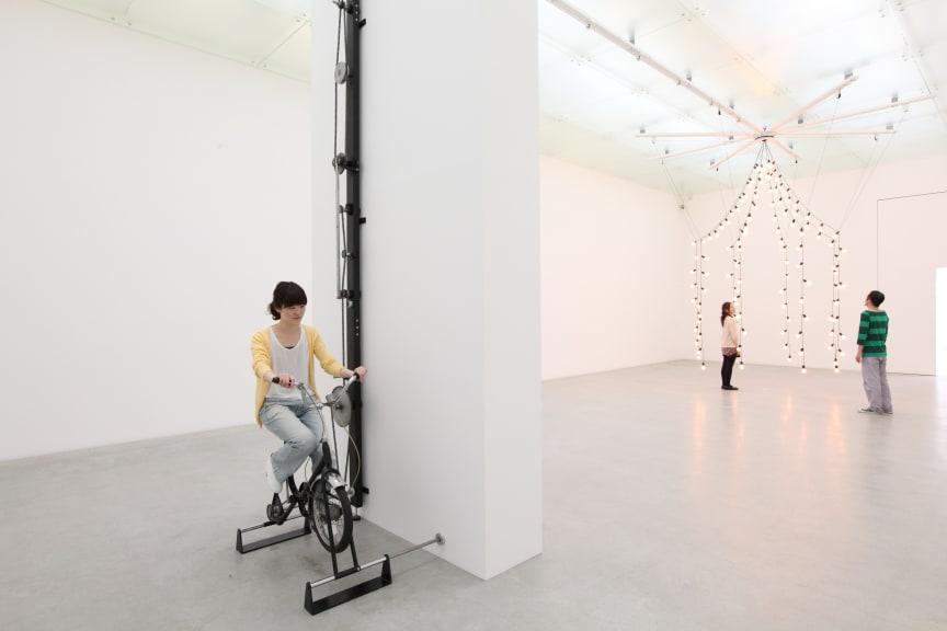 Jeppe Hein, Light Pavilion, 2009. Courtesy Johann König, Berlin, 303 Gallery New York and Galleri Nicolai Wallner, Copenhagen. Photo: Keizo Kioku.