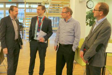 Folketingsmedlem Thomas Jensen (S) drøftede solenergi med EnergiMidt