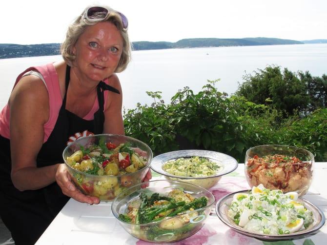 Toril Gulbrandsen, matfaglig rådgiver, frister med potetsalater av den hjemmelagde sorten.