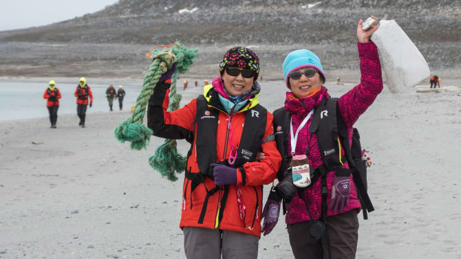 Guests enjoy a beach clean-up exercise on Svalbard. Photo: Andrea Klaussner / Hurtigruten  (August 2021)