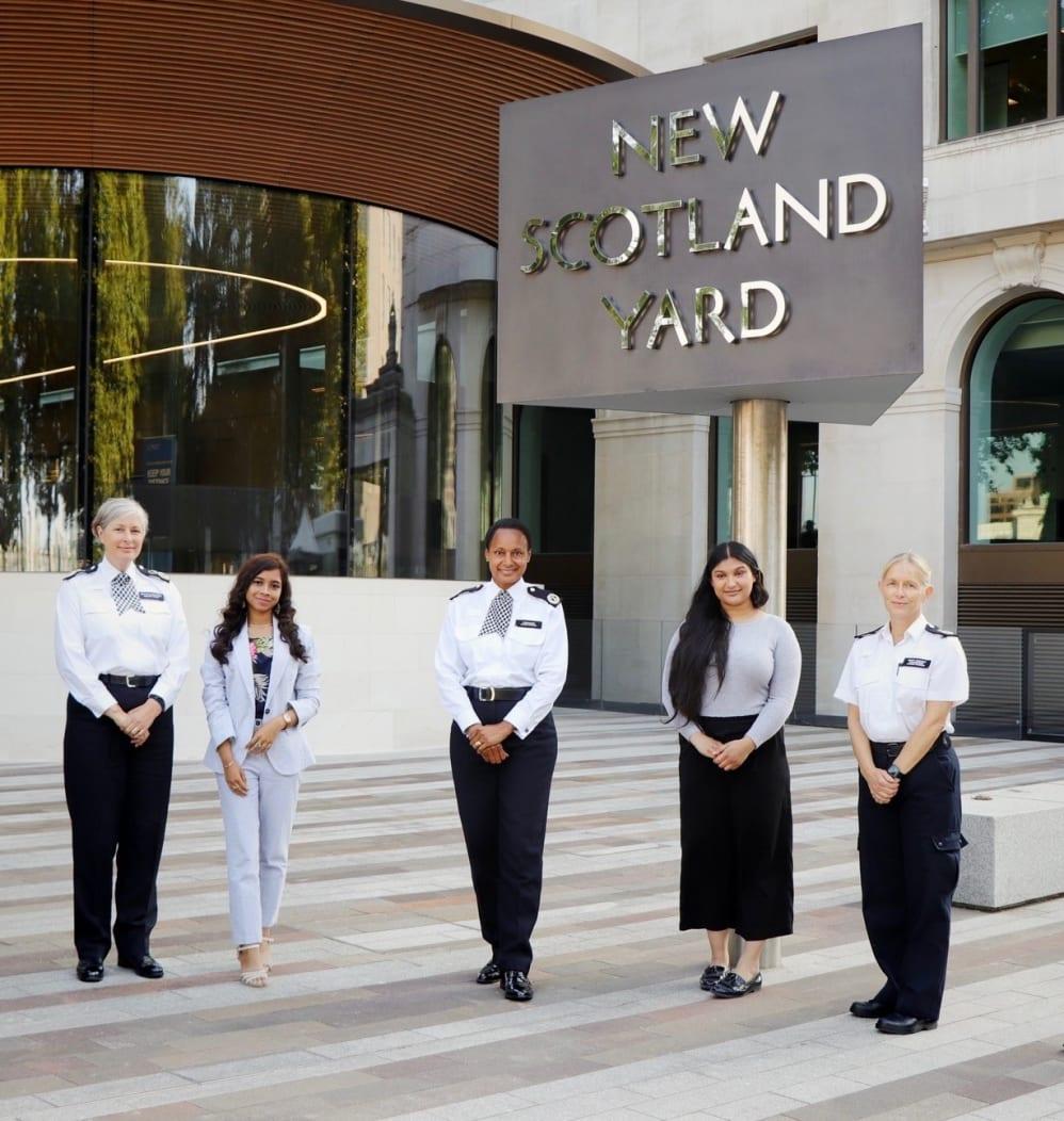 Teenage girls mentor top Met officers   Metropolitan Police