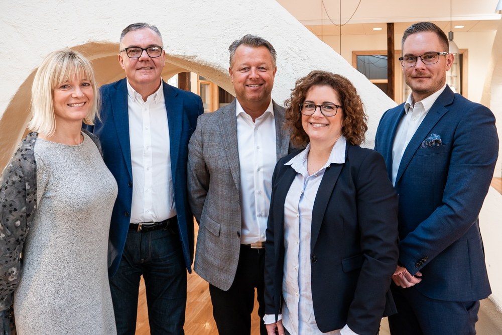 – In Skövde we can serve local clients and meet candidates with very professional recruitment consultants, says Susanne Hjälmered (to the left), next to her Stefan Larsson, Magnus Fagerberg, Petra Sivefäldt and Thomas Gustavsson.