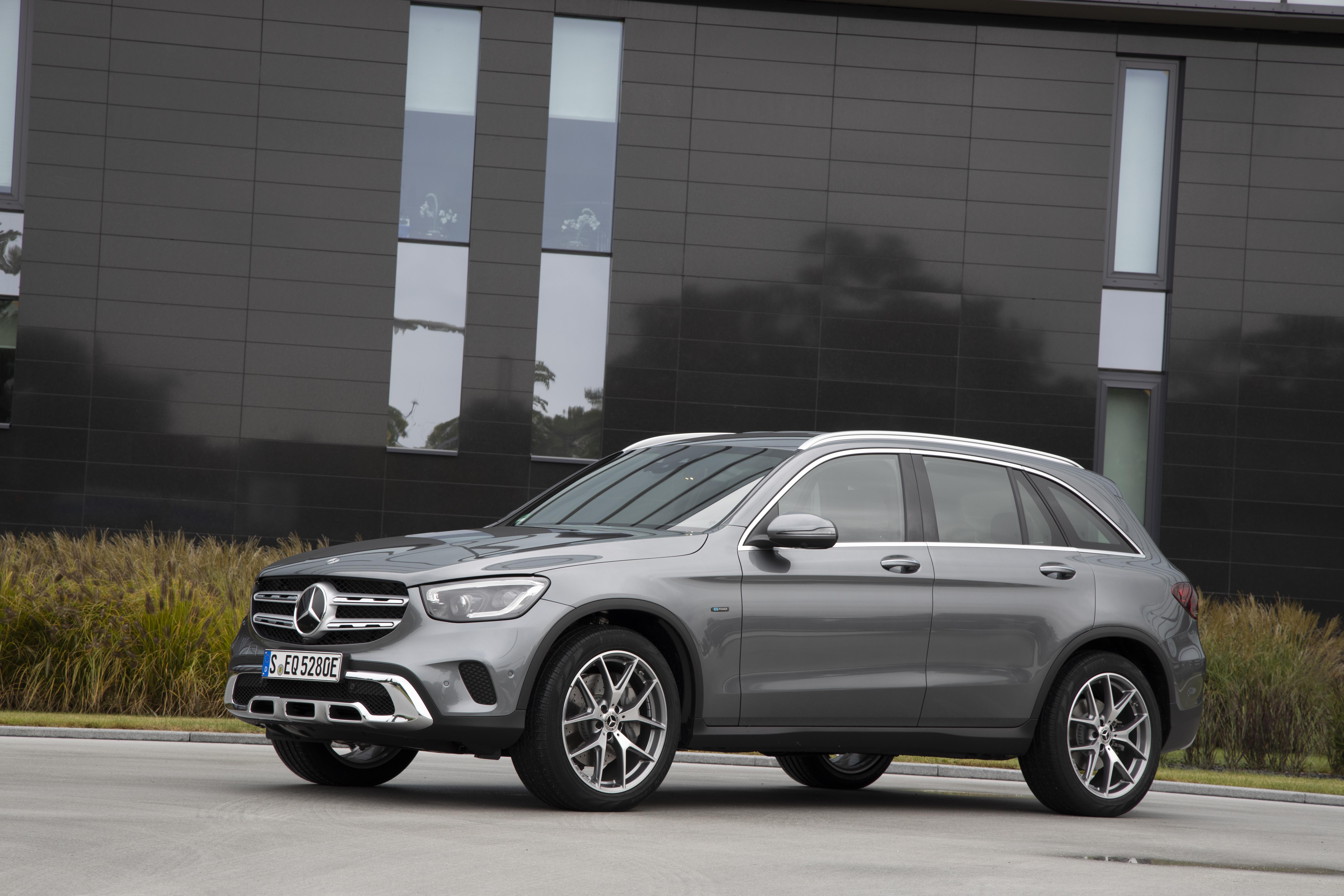 Mercedes-Benz GLC som laddhybrid börjar säljas i Sverige.