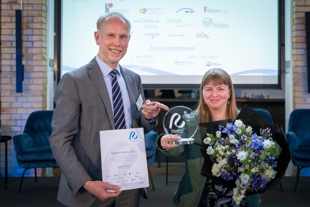 RheumaPreis Gewinnerin Kerstin Mahr mit Laudator Prof. Dr. Andreas Krause
