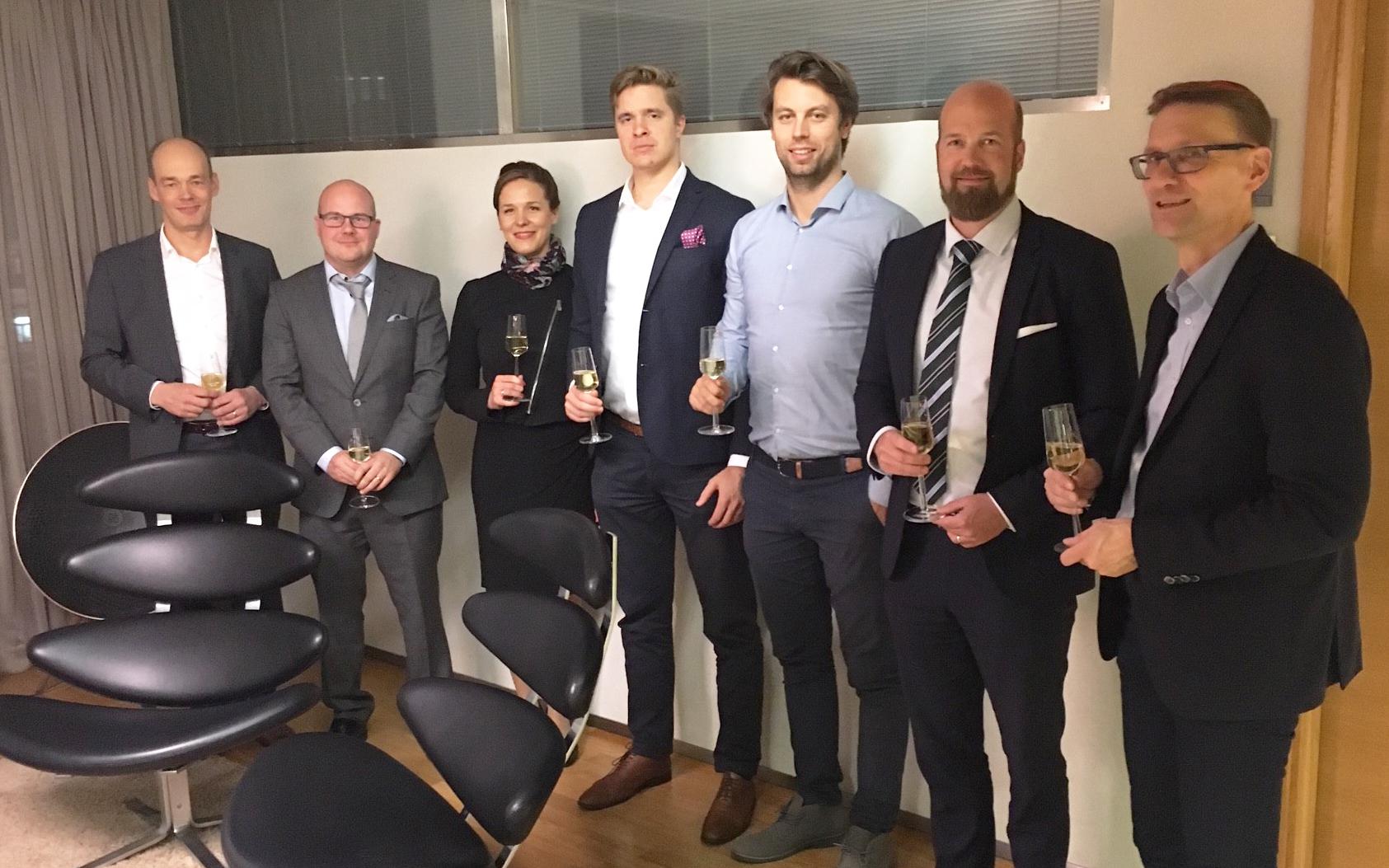 Vasemmalta Tapio Räsänen, Jani Pihl, Maarit Pihl, Antti Lehtomäki, Heikki Lampinen, Mikko Törmänen, Jari Haavisto.