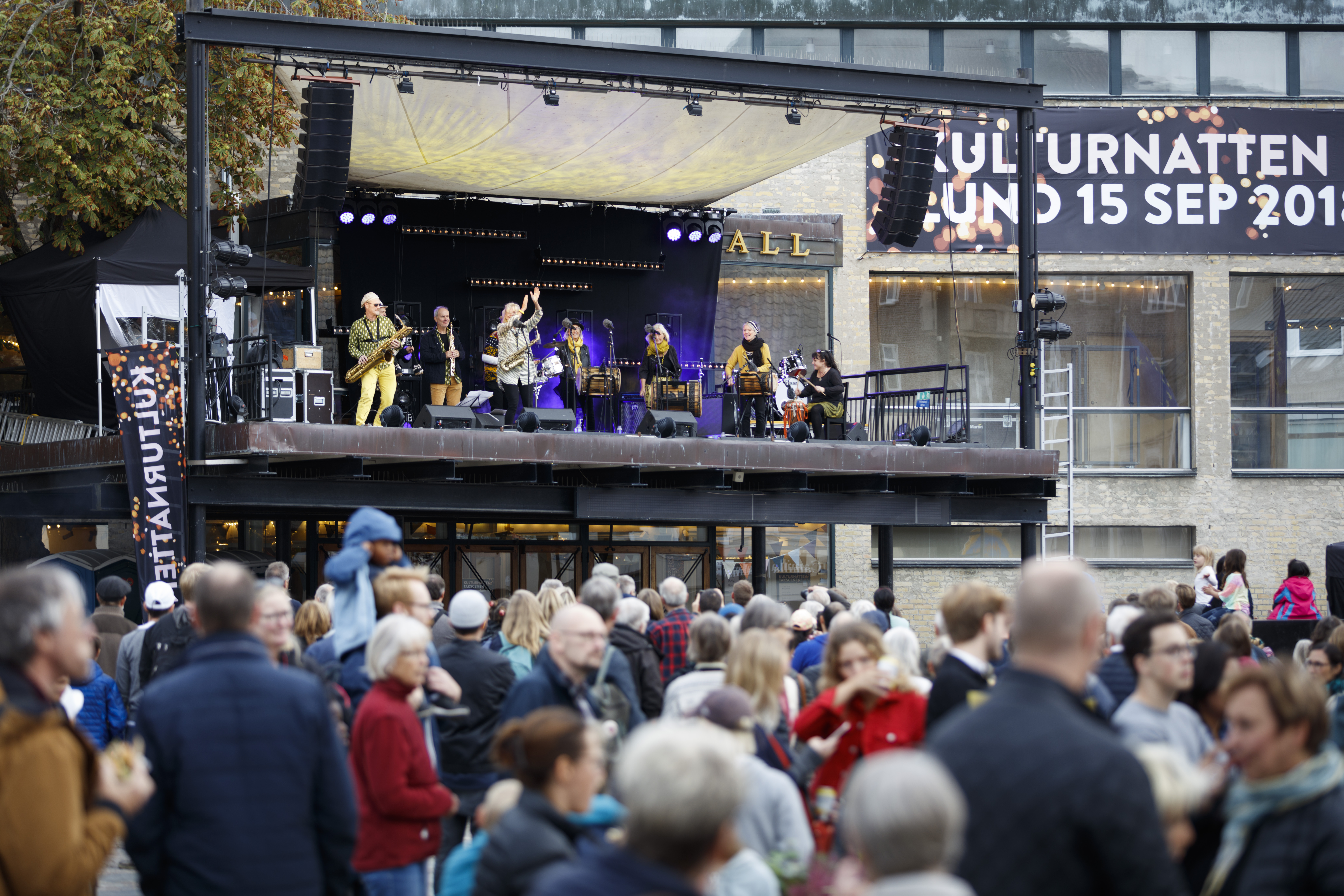 Förra årets Kulturnatt med Kaxophonic på scen. Foto: Martin Olson