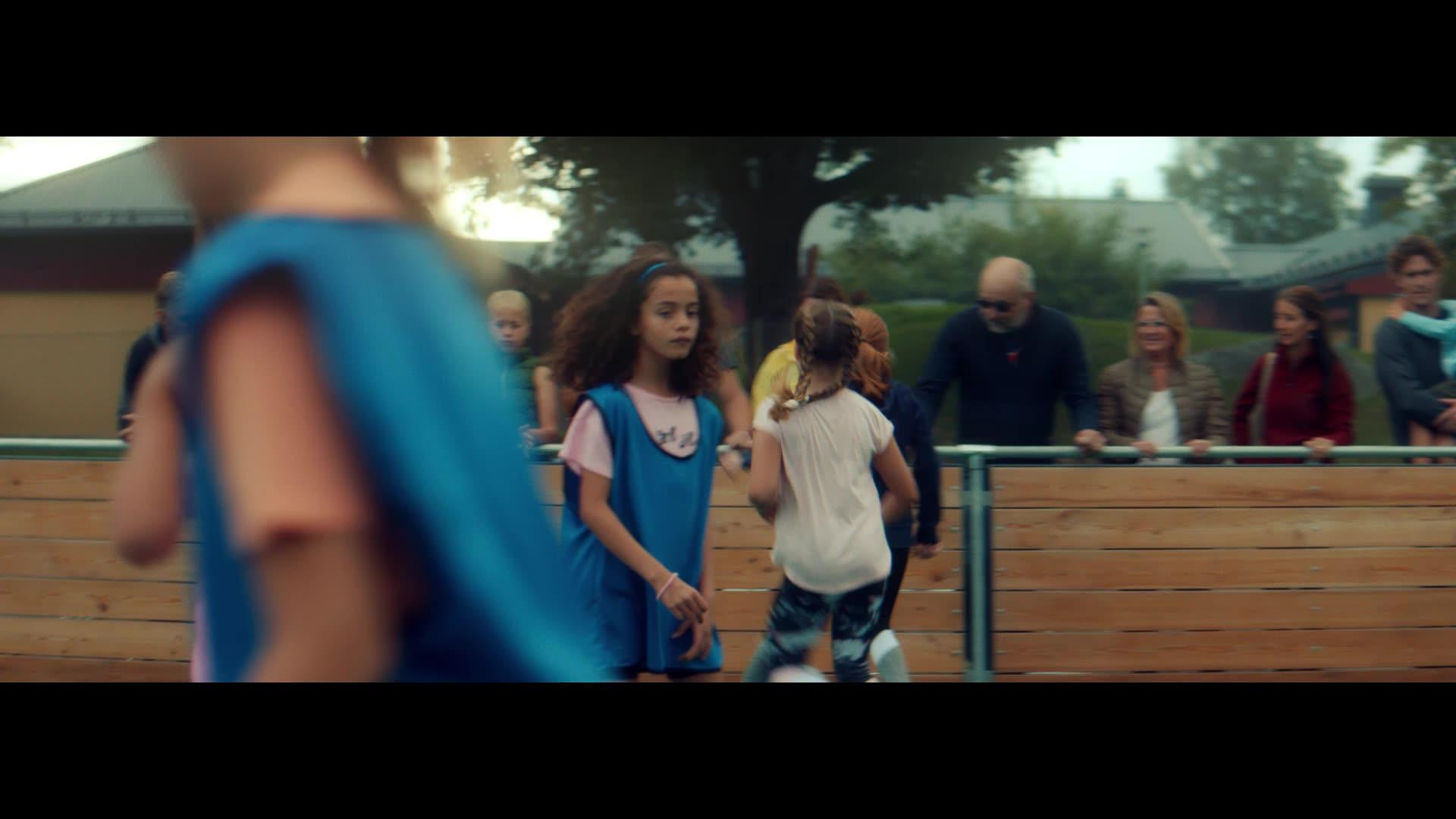 XL-BYGGs reklamfilm, Fotboll