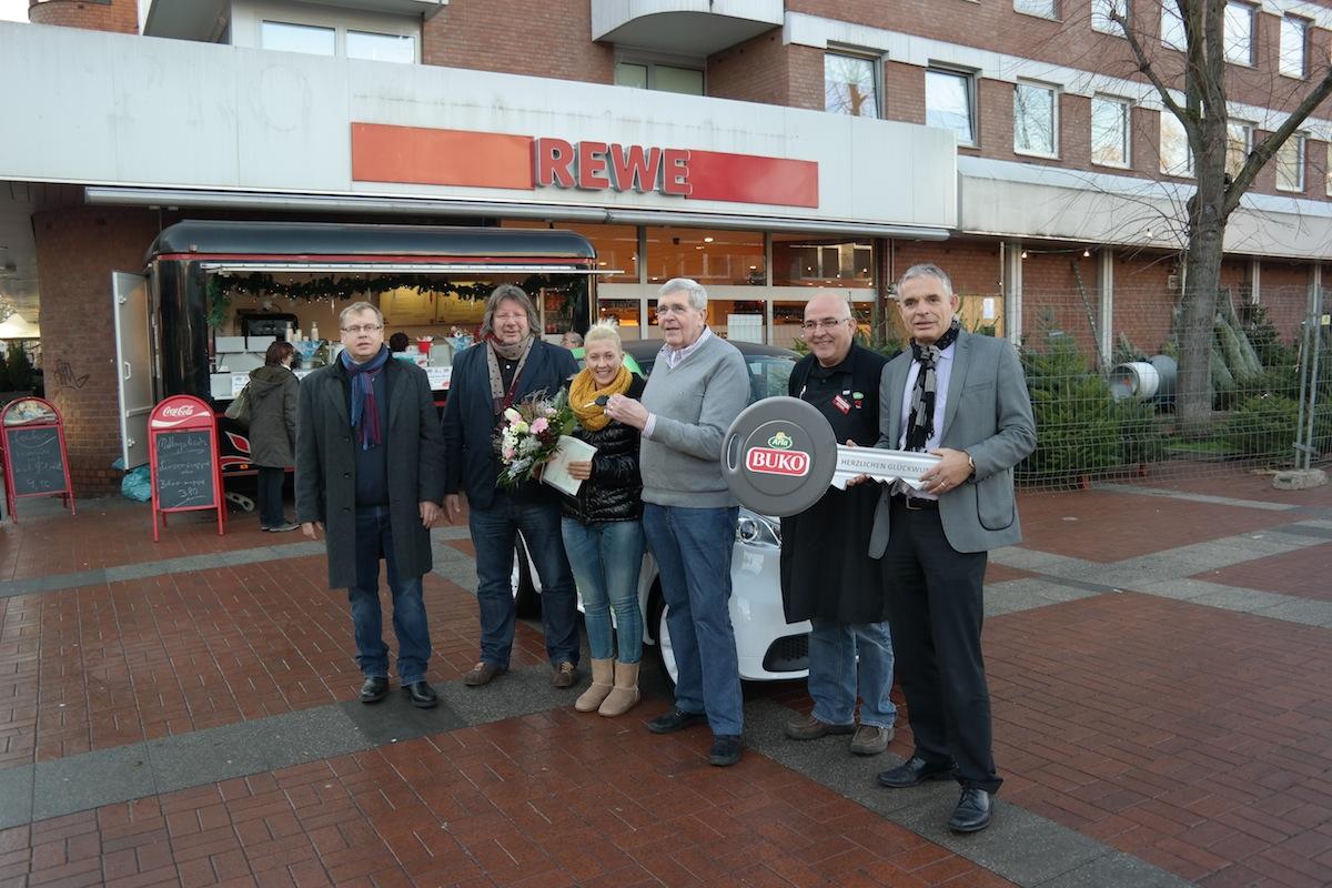Frohe Weihnachten: Dortmunderin gewinnt Elektro-SMART bei Verlosung von Arla BUKO® und REWE